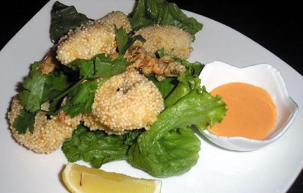 Krewetki w komosie ryżowej z sosem majonezowym