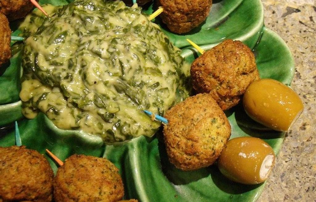 Falafel ze szpinakiem i oliwkami