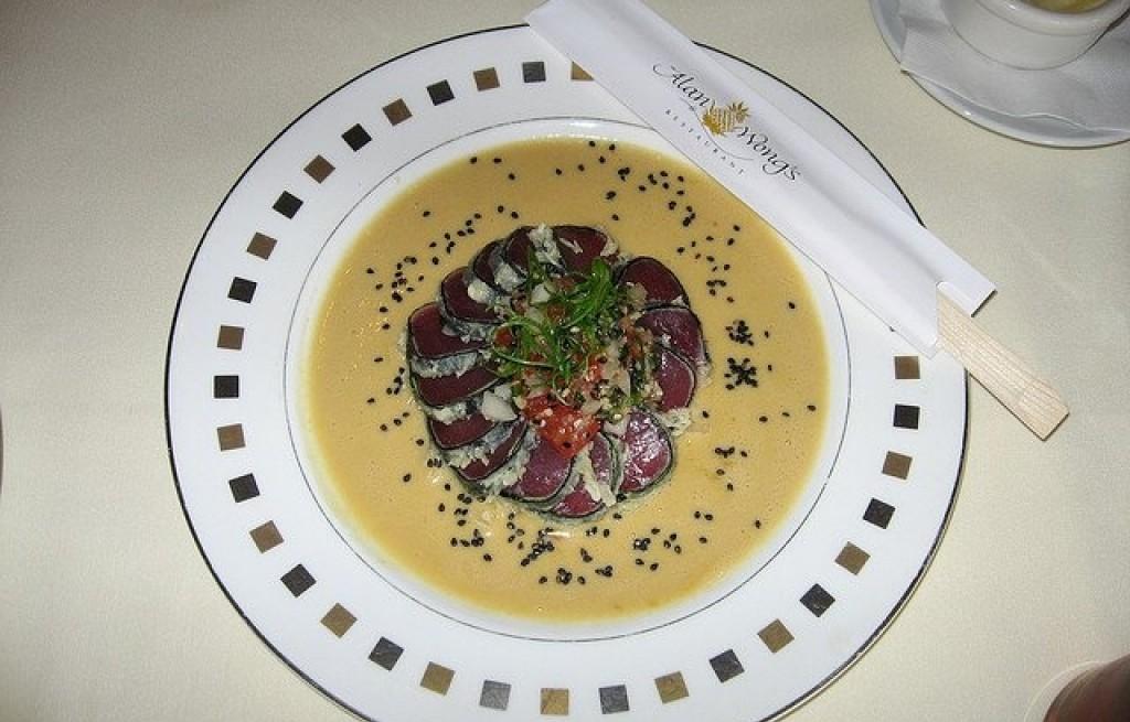 Stek z tuńczyka w sosie maślanym