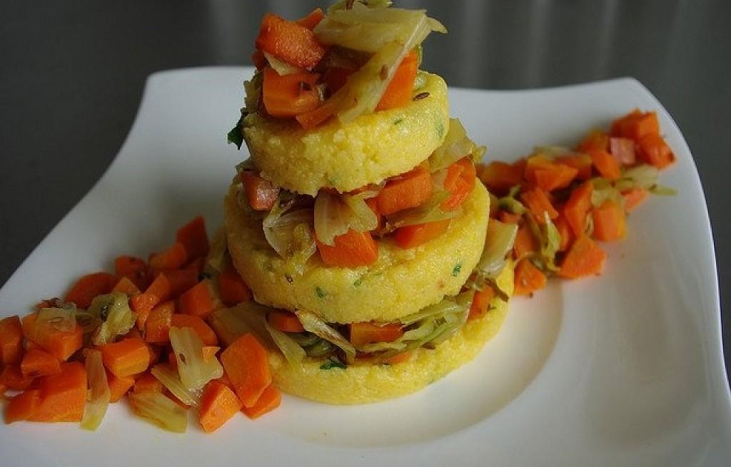 Polenta z marchewką, szczypiorkiem i selerem