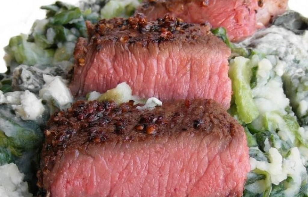 Antrykot wołowy z ziemniakami, serem i cykorią