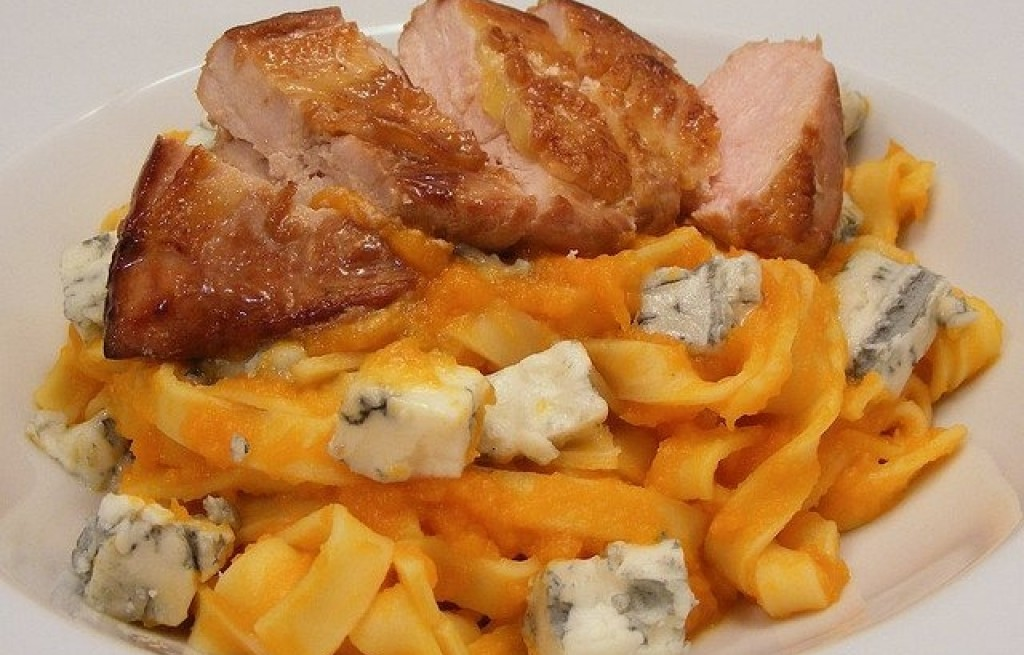 Pappardelle z dynią, szynką wędzoną i serem