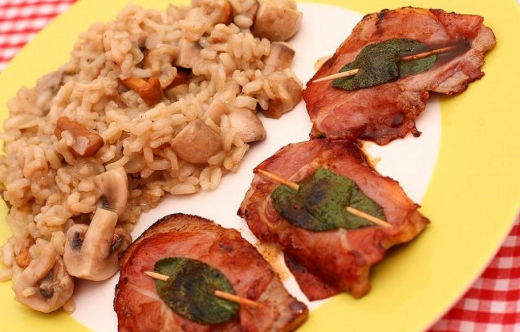 Eskalopki cielęce z risotto grzybowym i szynką