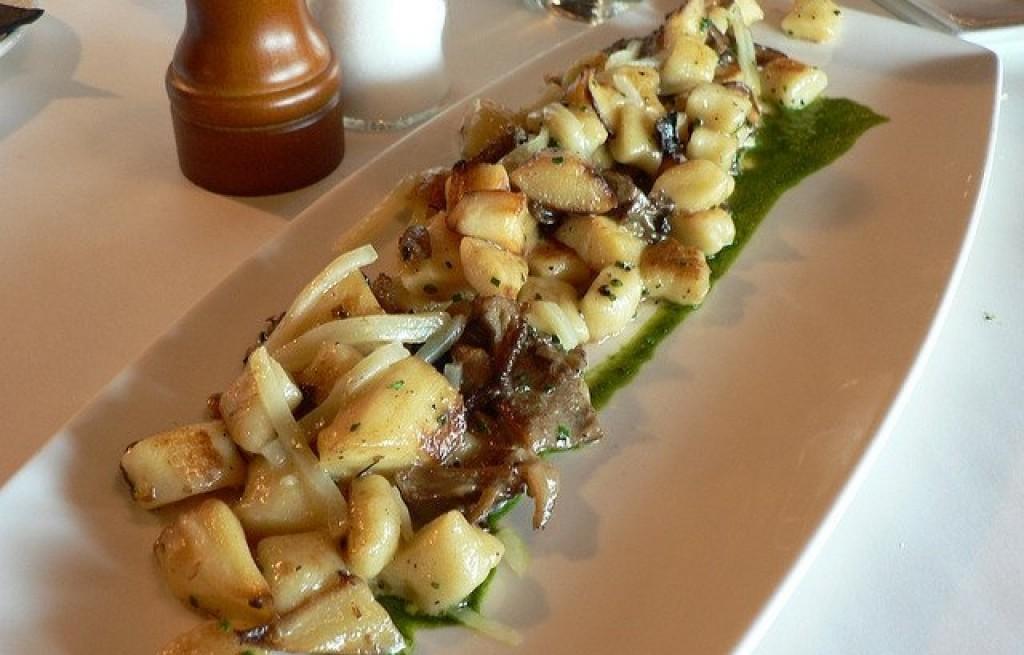 Gnocchi z pieczarkami w sosie pesto
