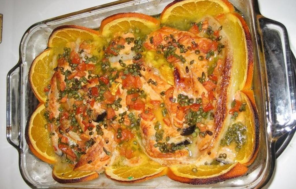 Łosoś zapiekany z serem i pomarańczą