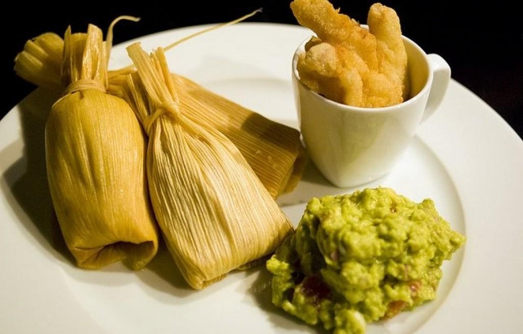 Guacamole z nadziewaną pochwą kukurydzianą