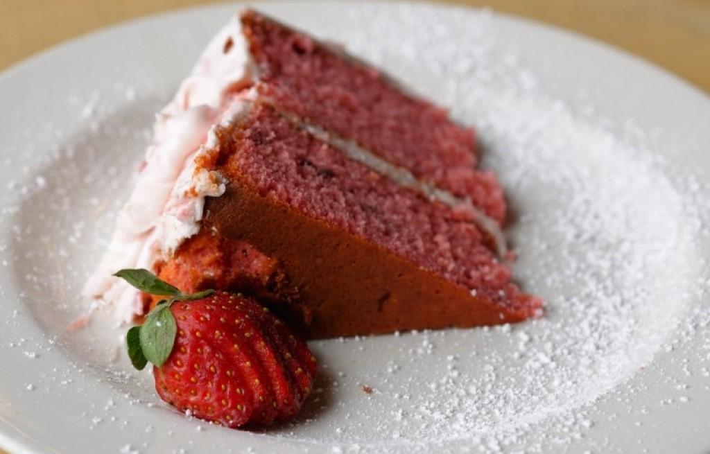 Ciasto z musem truskawkowym