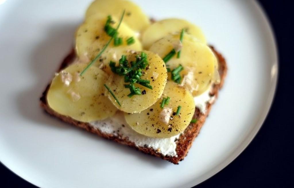 Grzanki z serem i ziemniakami
