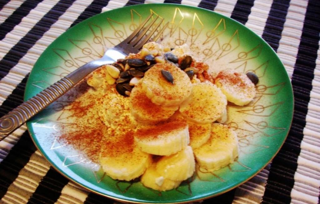 Banany z miodem, cynamonem i słonecznikiem
