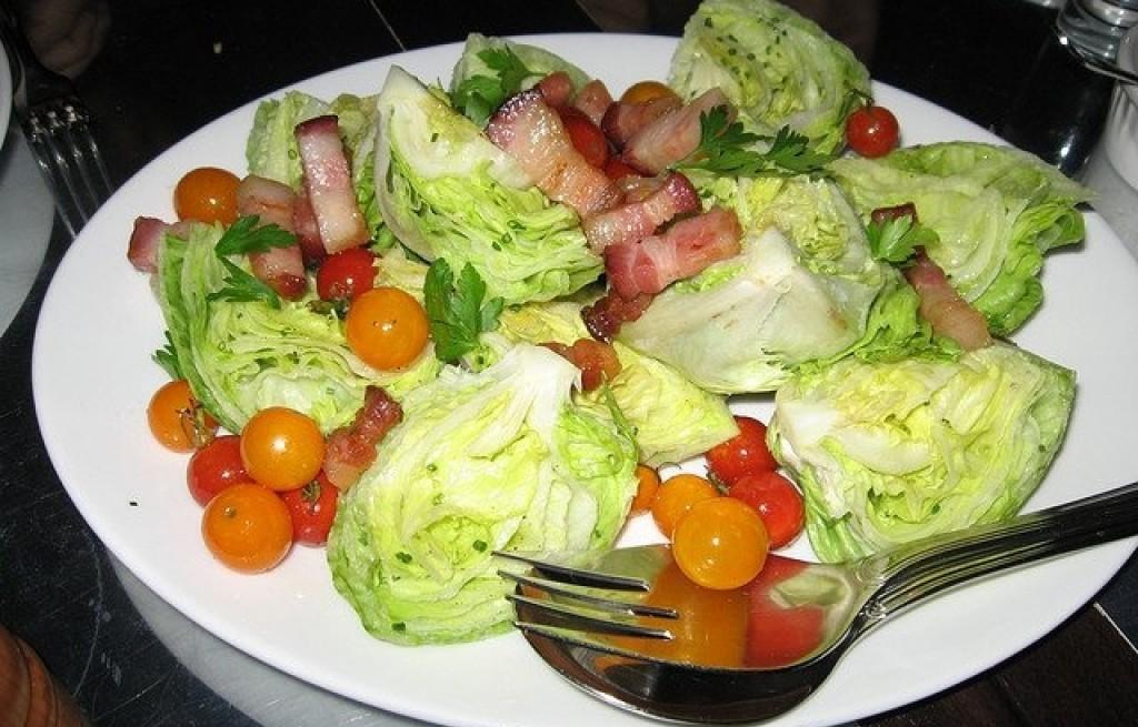 Sałatka pomidorowa z kapustą