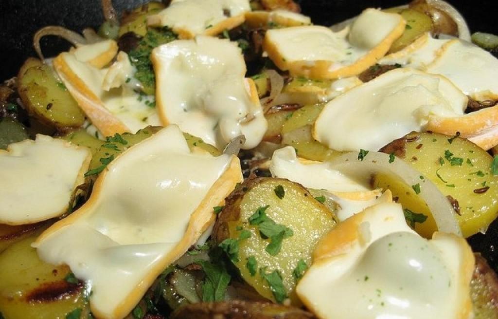 Zapiekanka z młodych ziemniaków i sera