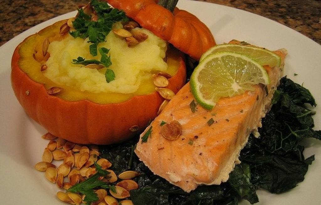 Dynia zapiekana z ziemniakami i łososiem
