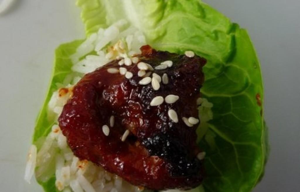 Wołowina grillowana z ryżem i sezamem