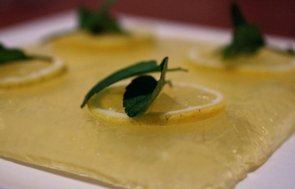 Galaretka cytrynowa z winem