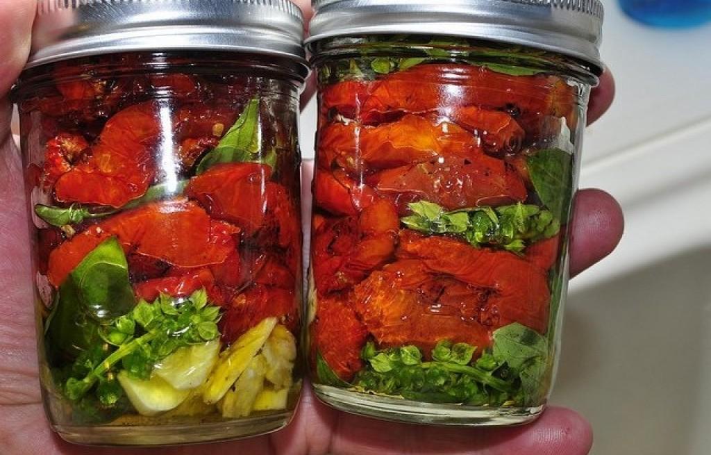 Pomidory suszone z bazylią i czosnkiem
