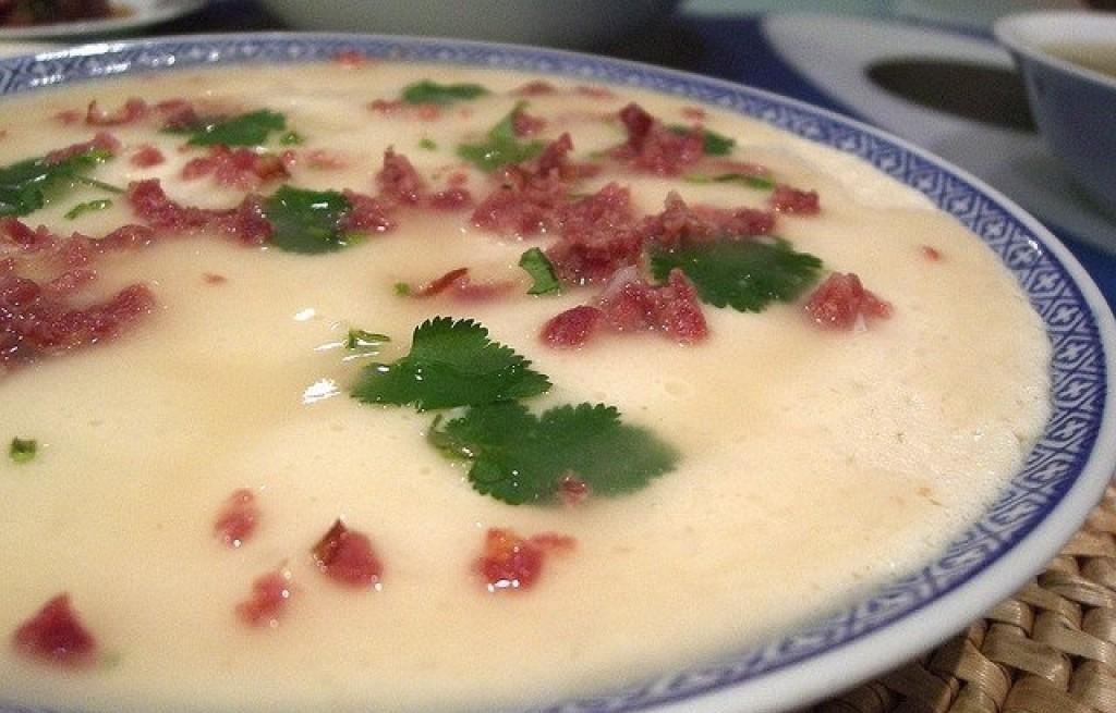Zupa z tofu, soi i szynki