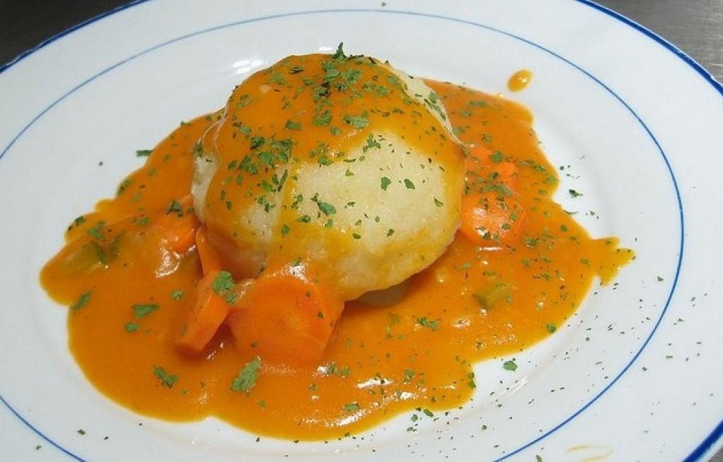 Knedle z soją w sosie marchewkowym