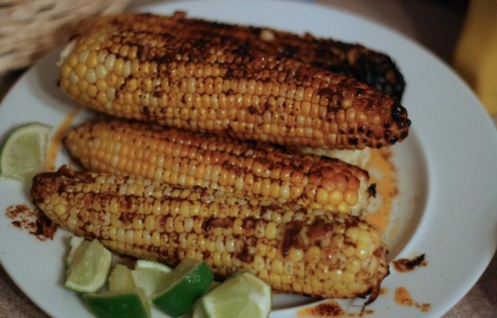 Kukurydza grillowana z masłem i przyprawami