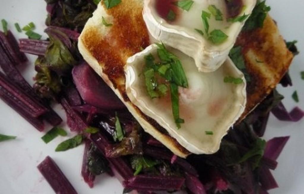 Tosty z botwiną i serem pleśniowym