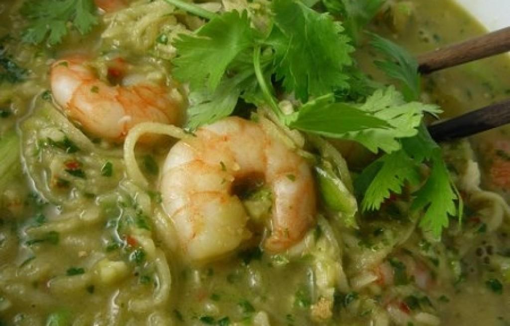 Zupa z krewetkami, kalarepą i makaronem