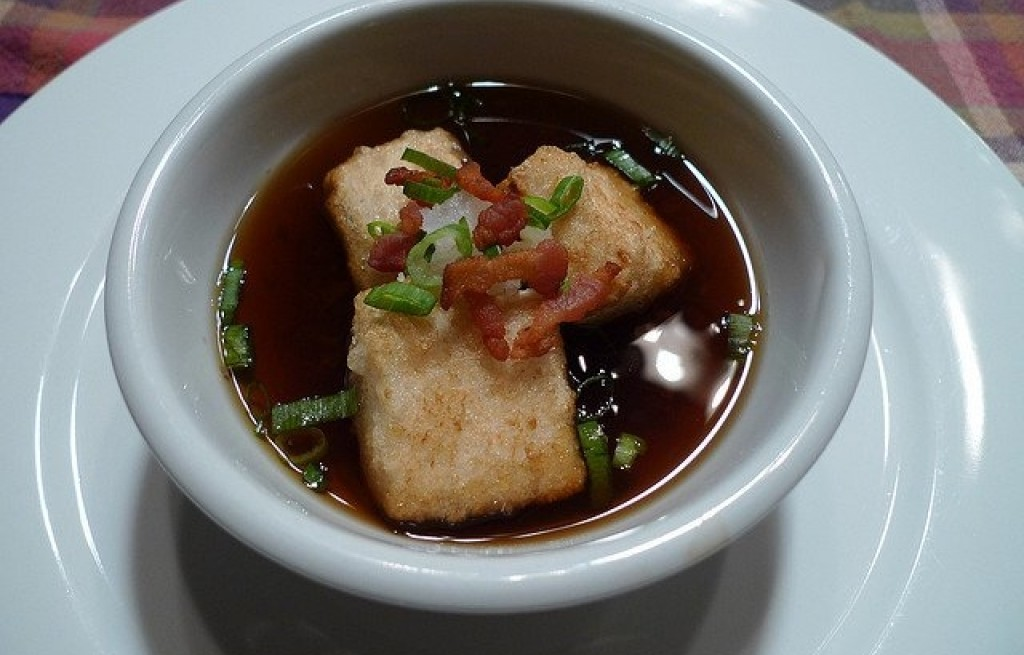 Tofu z boczkiem w sosie sojowym