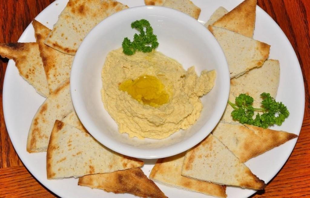 Hummus z tortillą