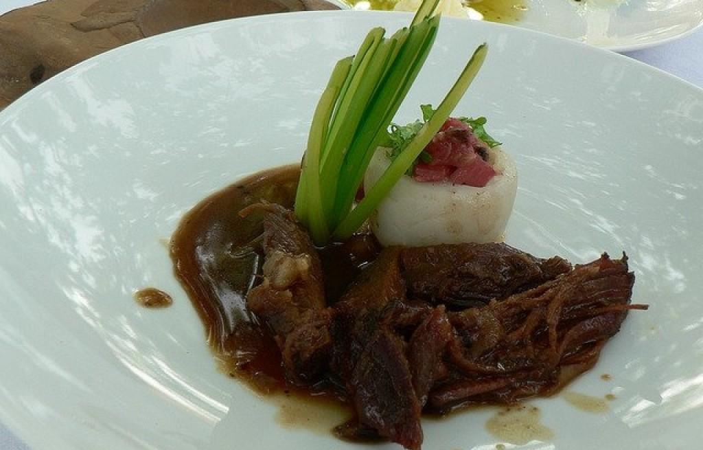 Wołowina z rzodkwią i rabarbarem