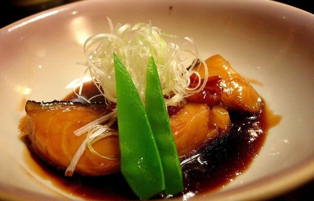 Dorsz gotowany z sosem sojowym i kapustą