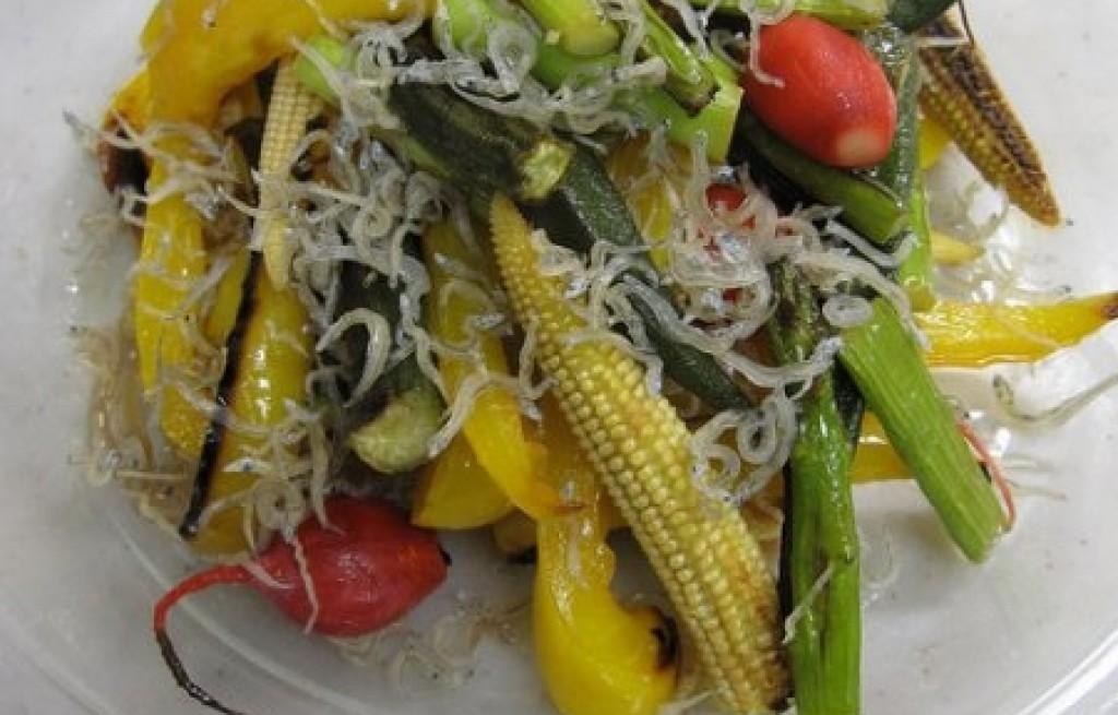 Warzywa grillowane z makaronem sojowym