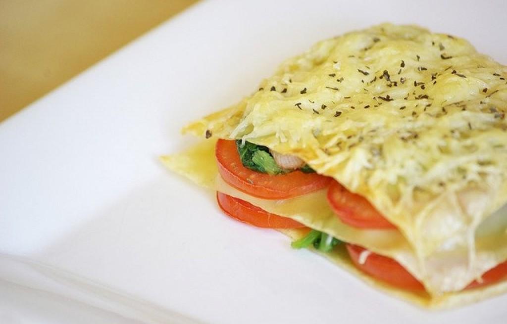 Lasagne ze szpinakiem, pieczarkami i pomidorami