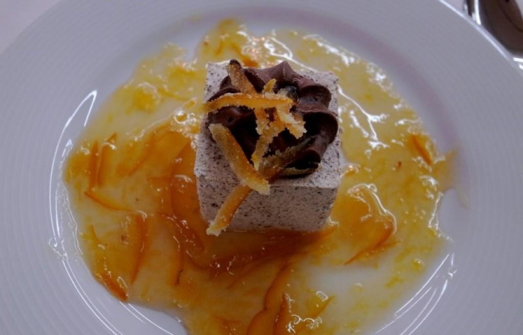 Pianka waniliowa z czekoladą i skórką pomarańczową