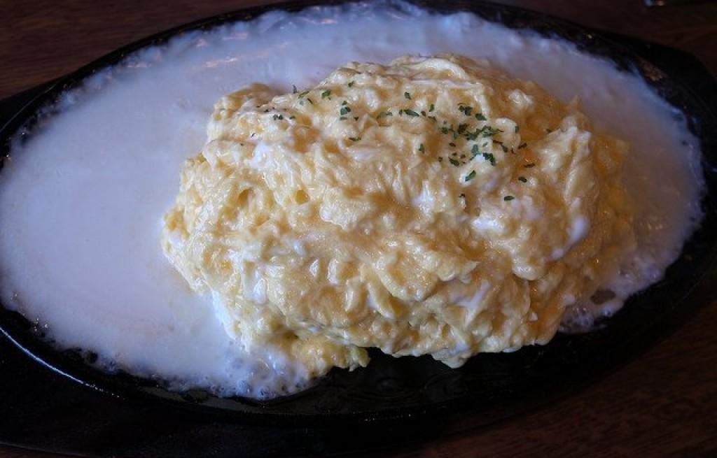 Omlet z ryżem w białym sosie