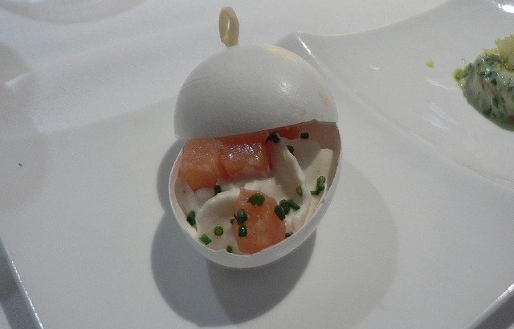 Jajka faszerowane łososiem, kalafiorem i majonezem