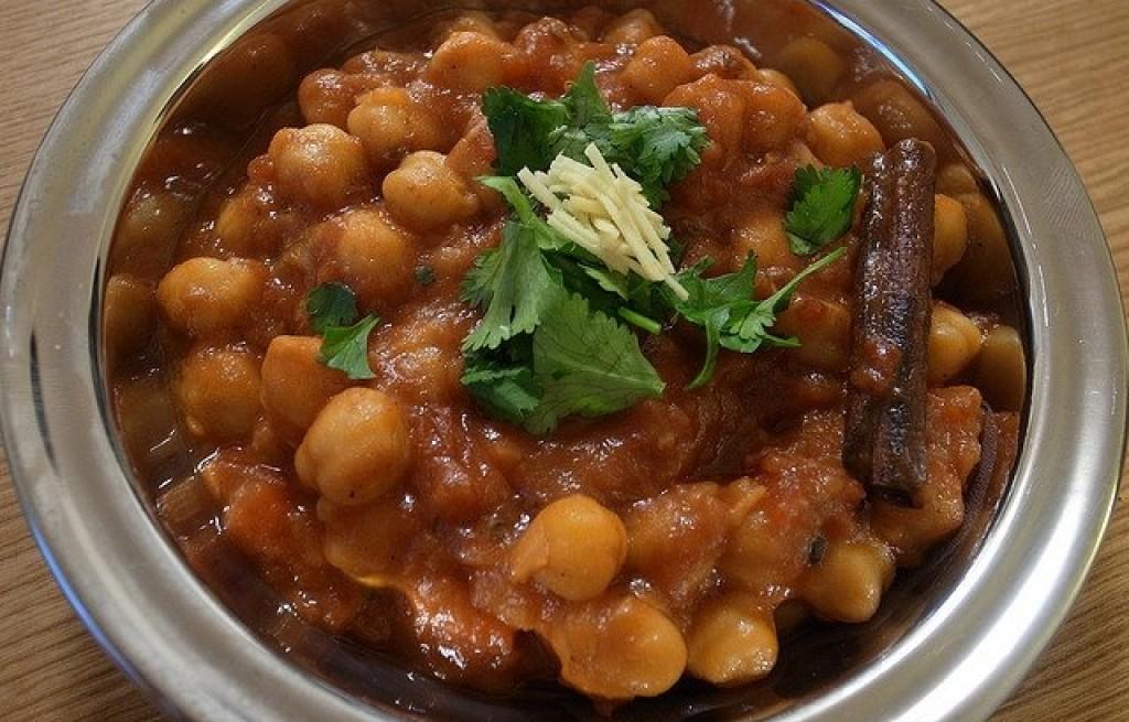 Ciecierzyca z kabanosem w curry