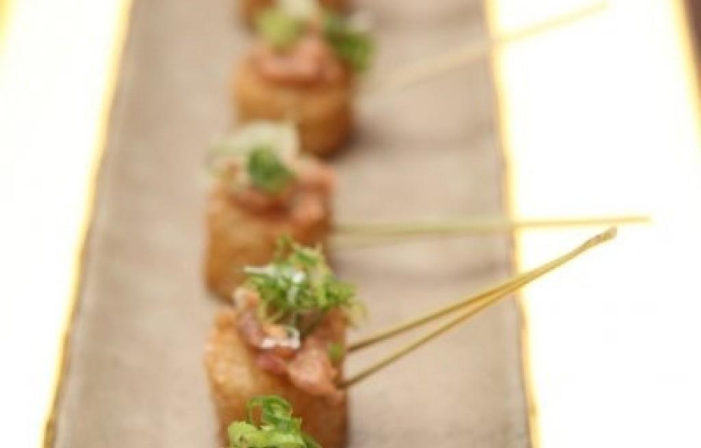 Ryż smażony z sezamem i tuńczykiem