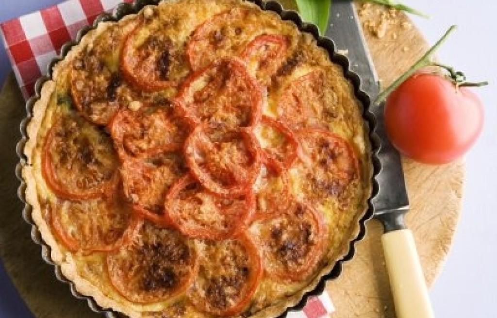 Tarta z serem, pomidorami i dzikim czosnkiem