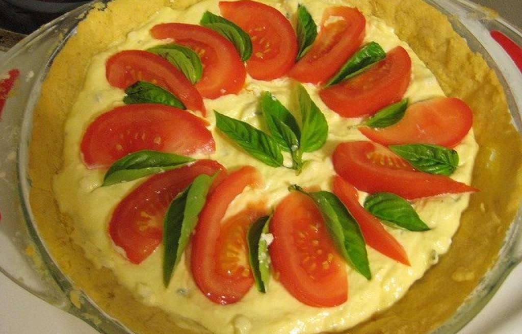 Naleśniki z majonezem pomidorami i kozim serem