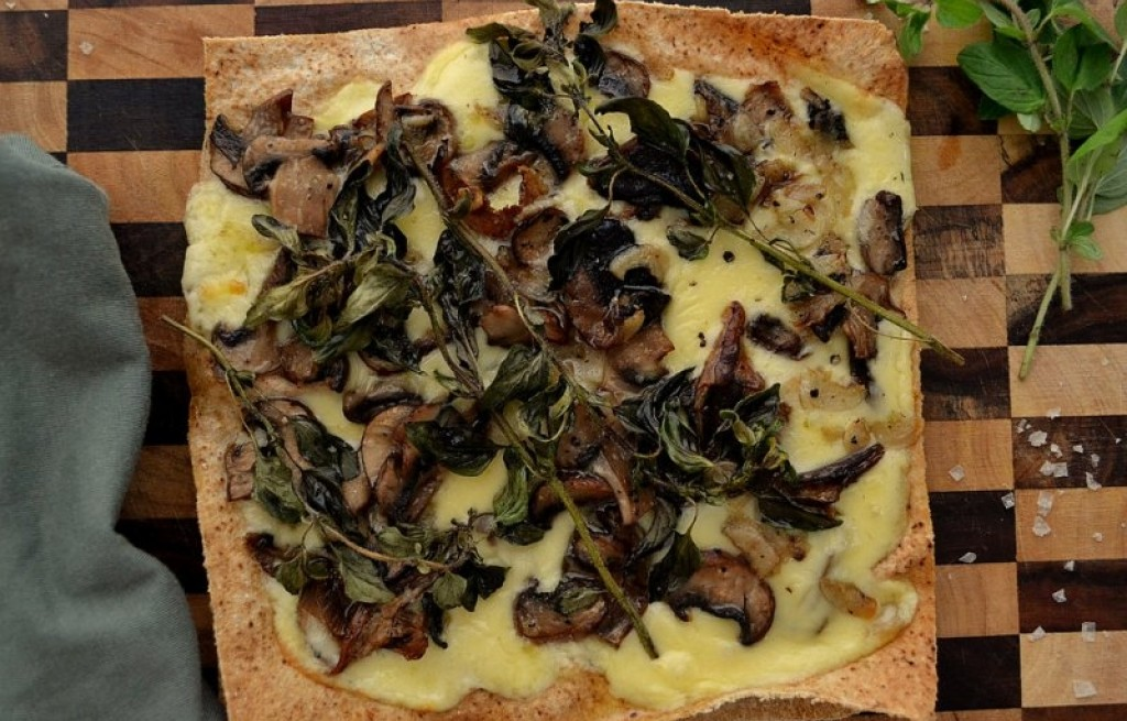 Tortilla z prawdziwkami, mozzarellą i oregano