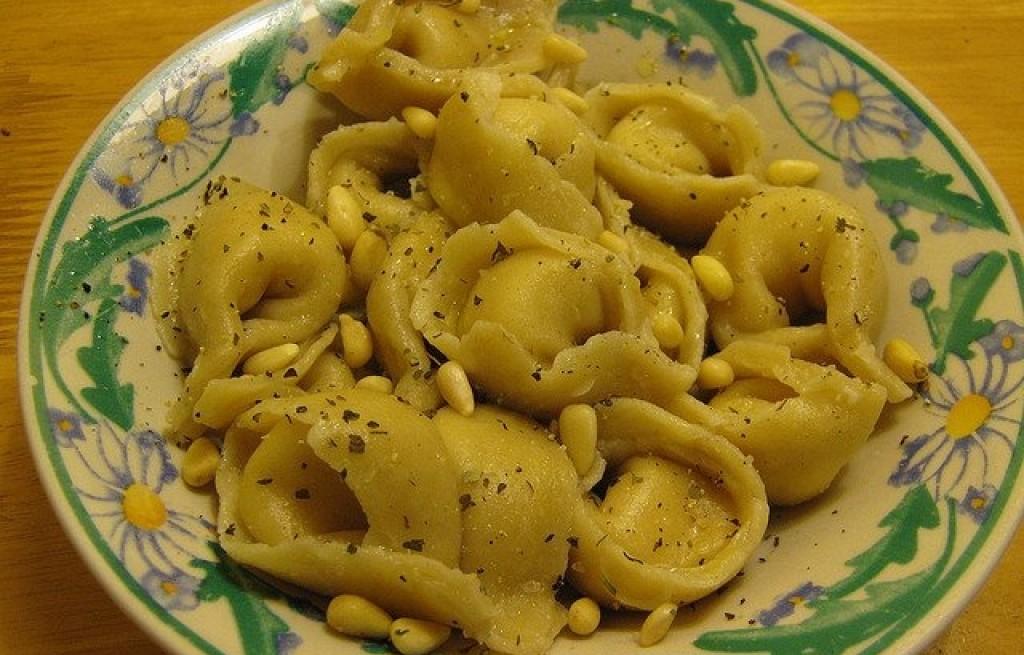Tortellini z serem i orzeszkami