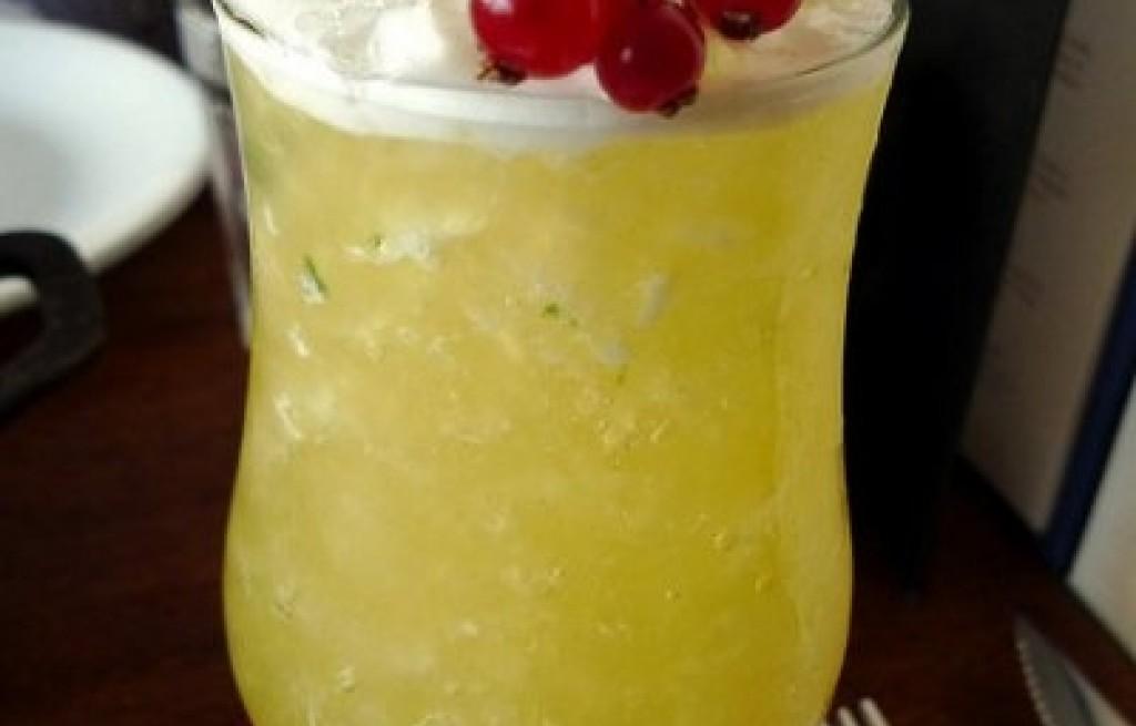 Drink z porzeczką i mlekiem kokosowym