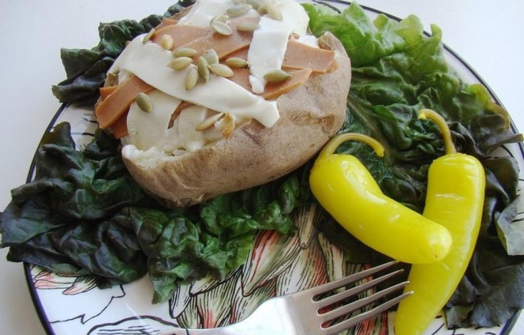 Ziemniaki pieczone z ryżem, serem i szynką