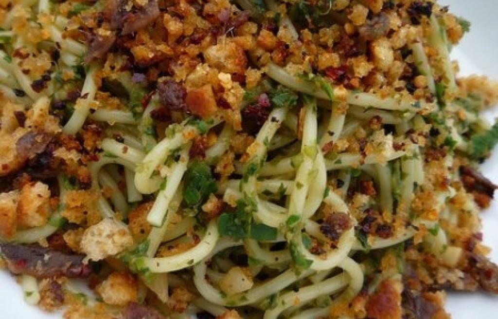 Spaghetti z sardelą i chili