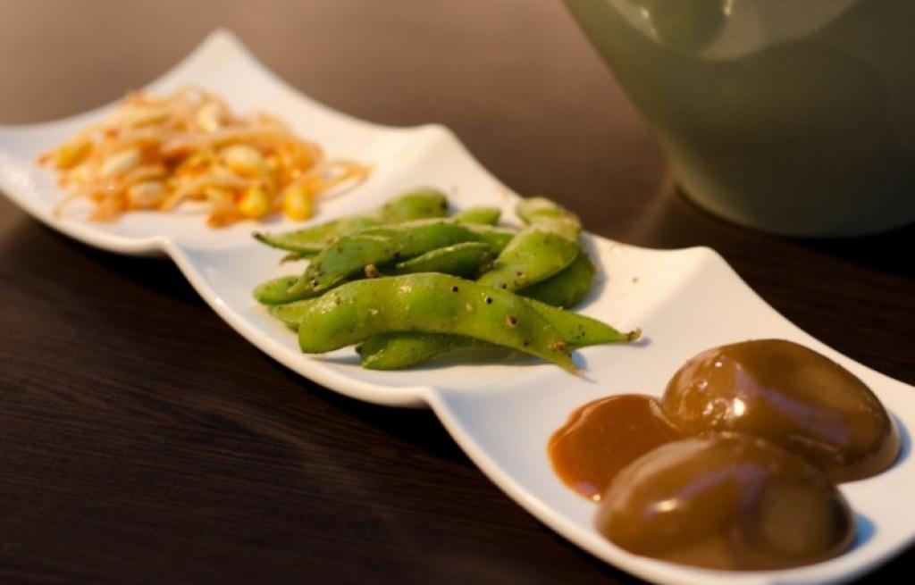 Kiełki fasoli z grochem i keczupem