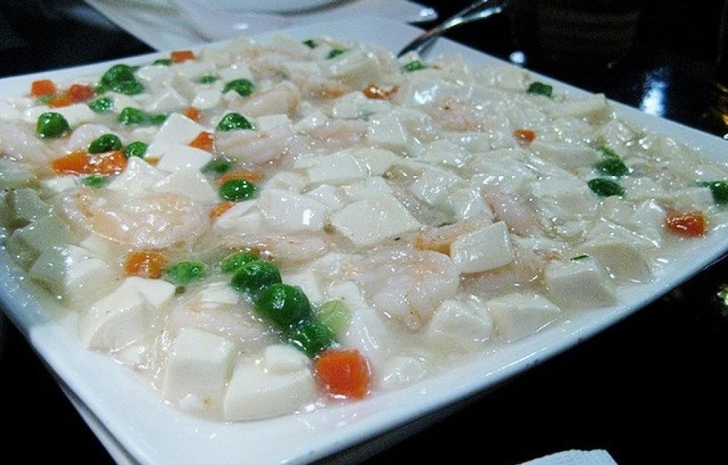 Tofu z groszkiem i marchewką