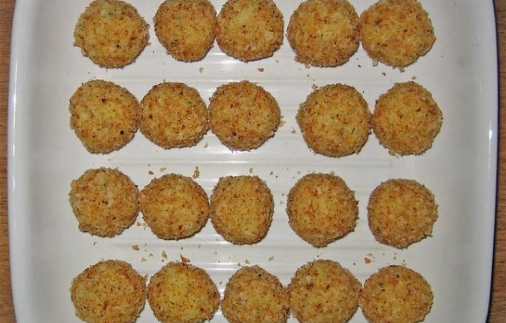 Kulki ziemniaczane z szynką, serem i orzechami