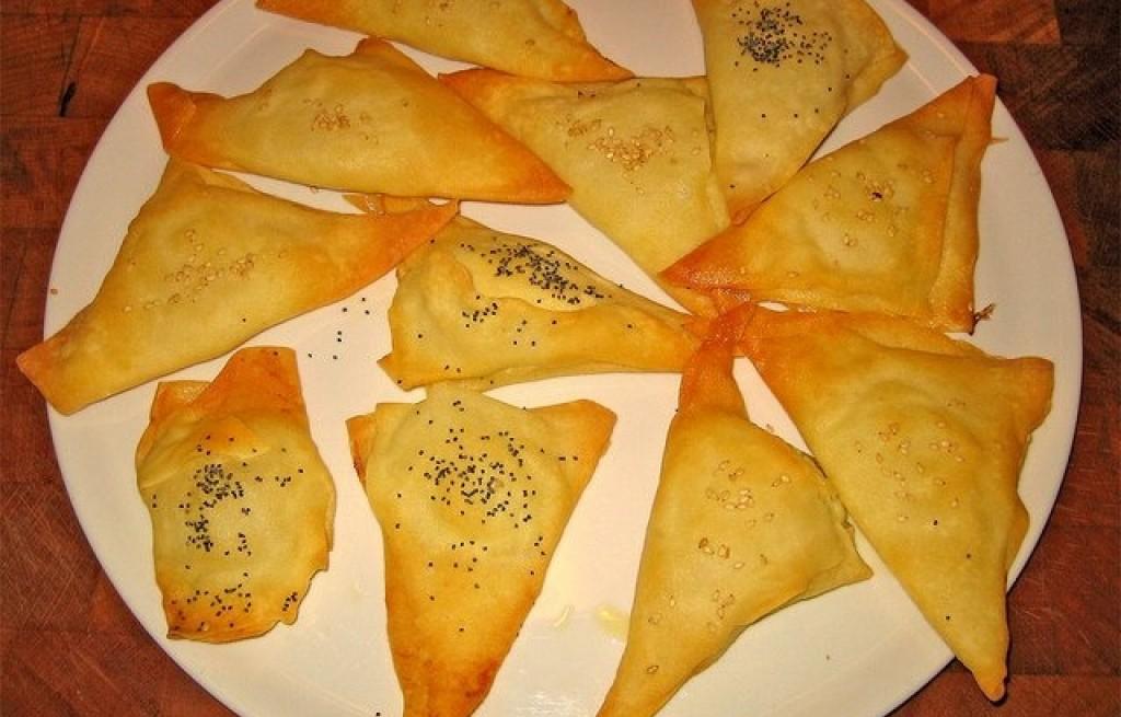 Fagottini z serem, sezamem i ziołami