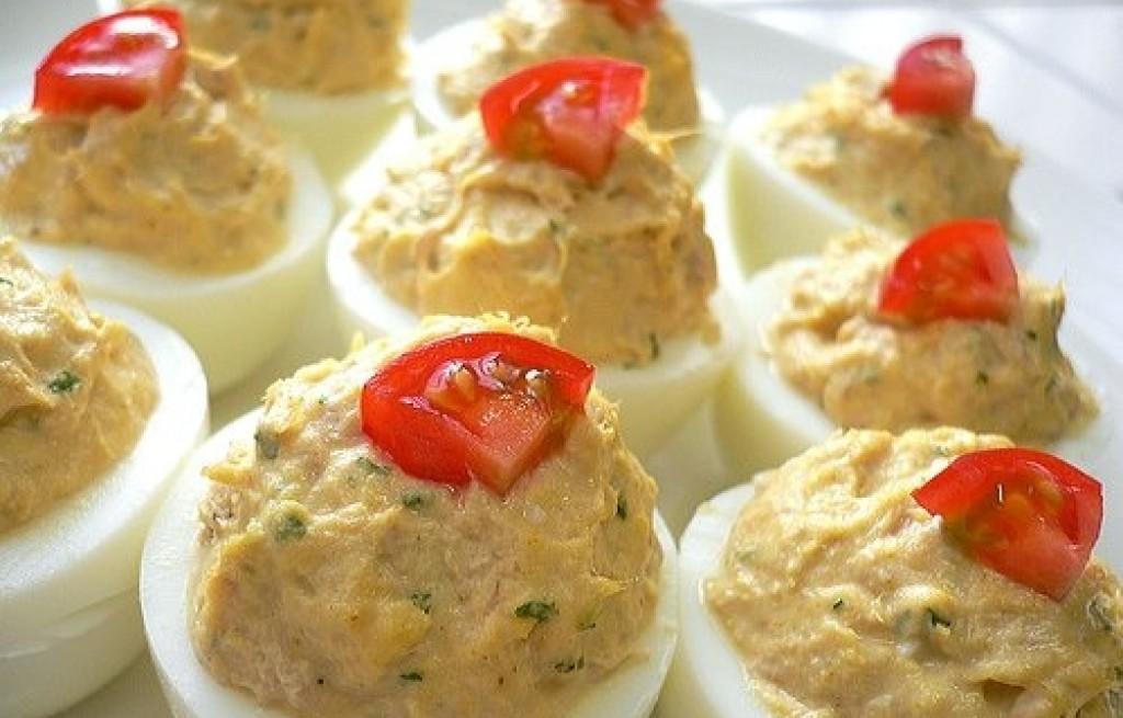 Jaja faszerowane szynką