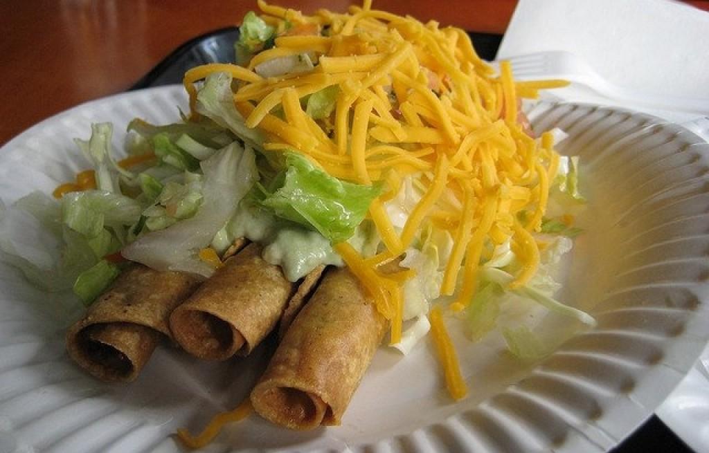 Tortilla z guacamole i serem
