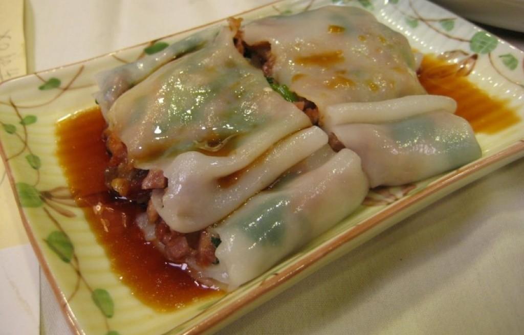 Sajgonki z wołowina ryżem i orzechami