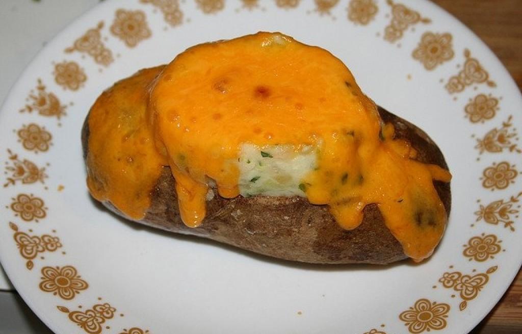 Ziemniaki pieczone z serem i jajkiem